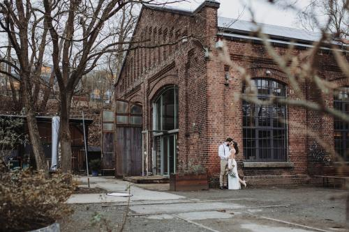 Ultra Violet Wedding Jennifer Stieler Photography Marburg